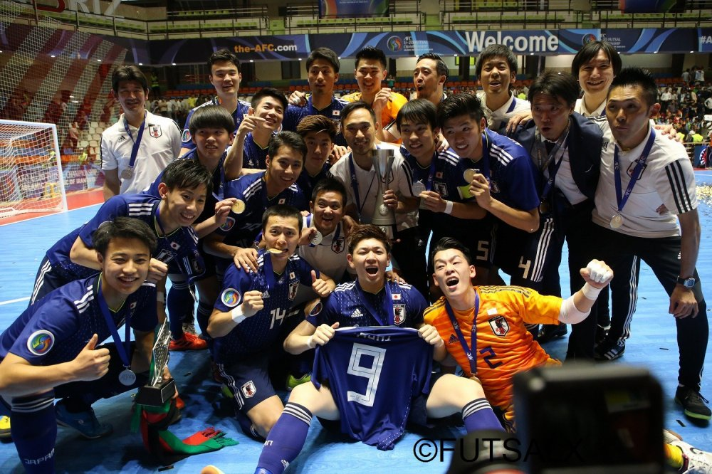 【U20日本代表】「サッカーとフットサルの融合」に取り組み、U-20日本をアジア王者に導いた鈴木隆二監督が退任の挨拶