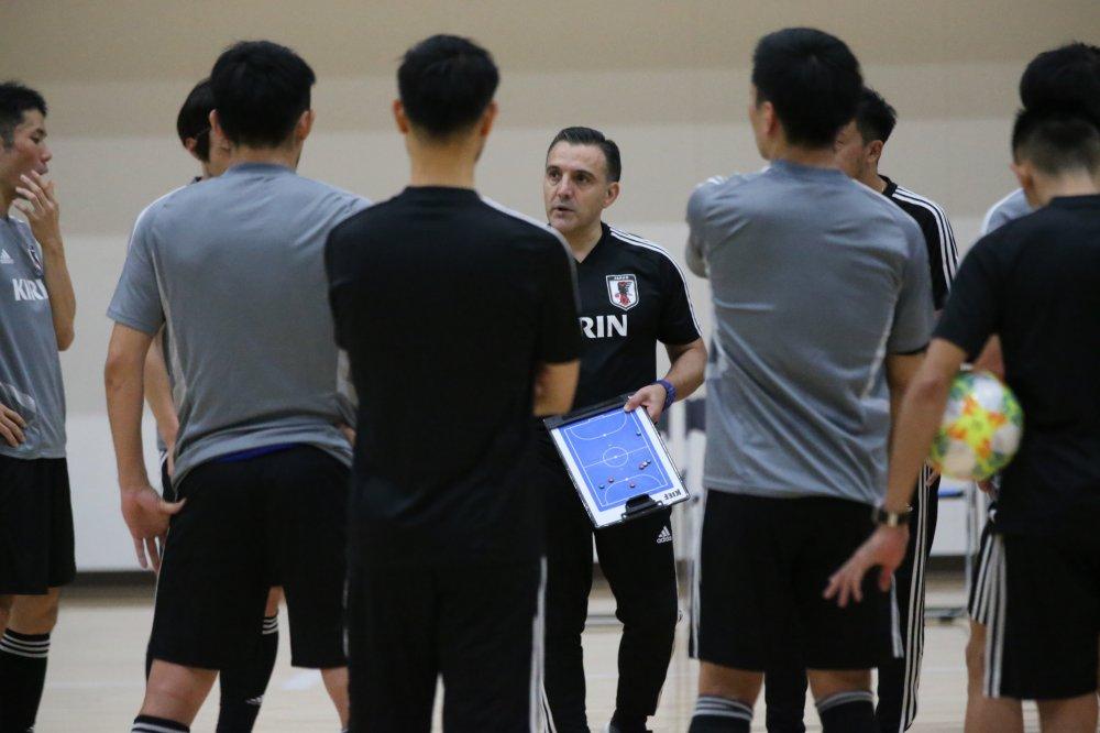 【日本代表】東地区予選へ国内合宿最初の練習を終えたブルーノ監督「続けてきたことを洗練したい」