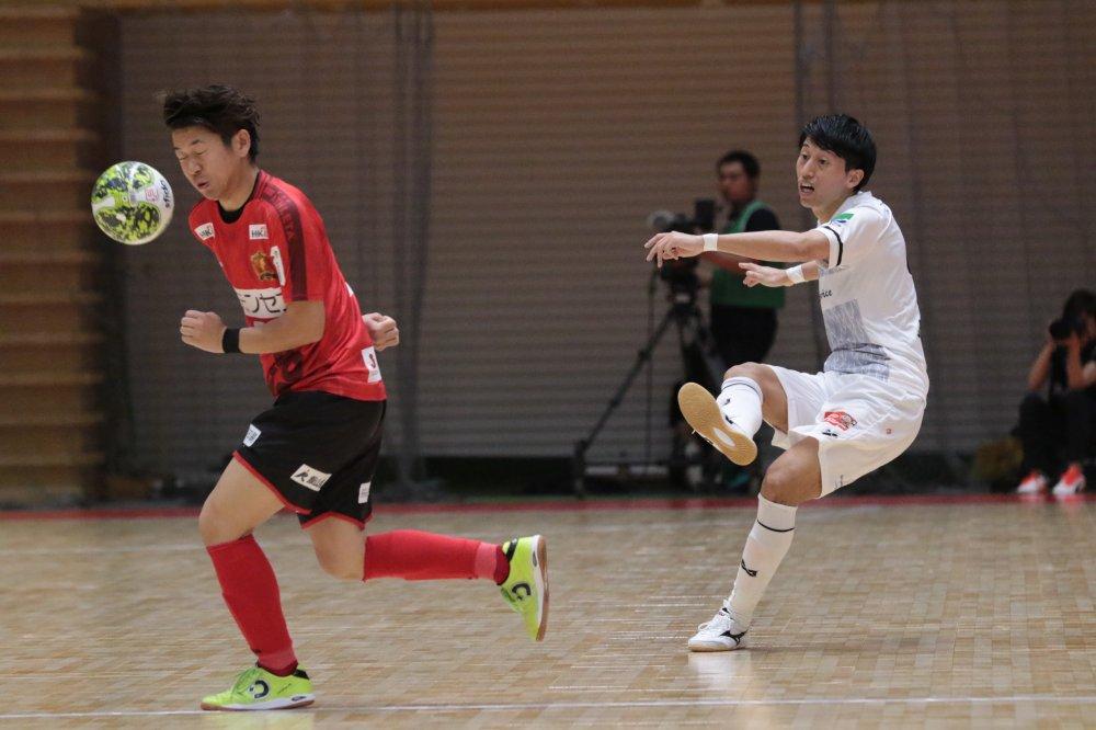 【F1】浦安の橋谷英志郎GKコーチが浦安退団の2選手のプレー集を作成!