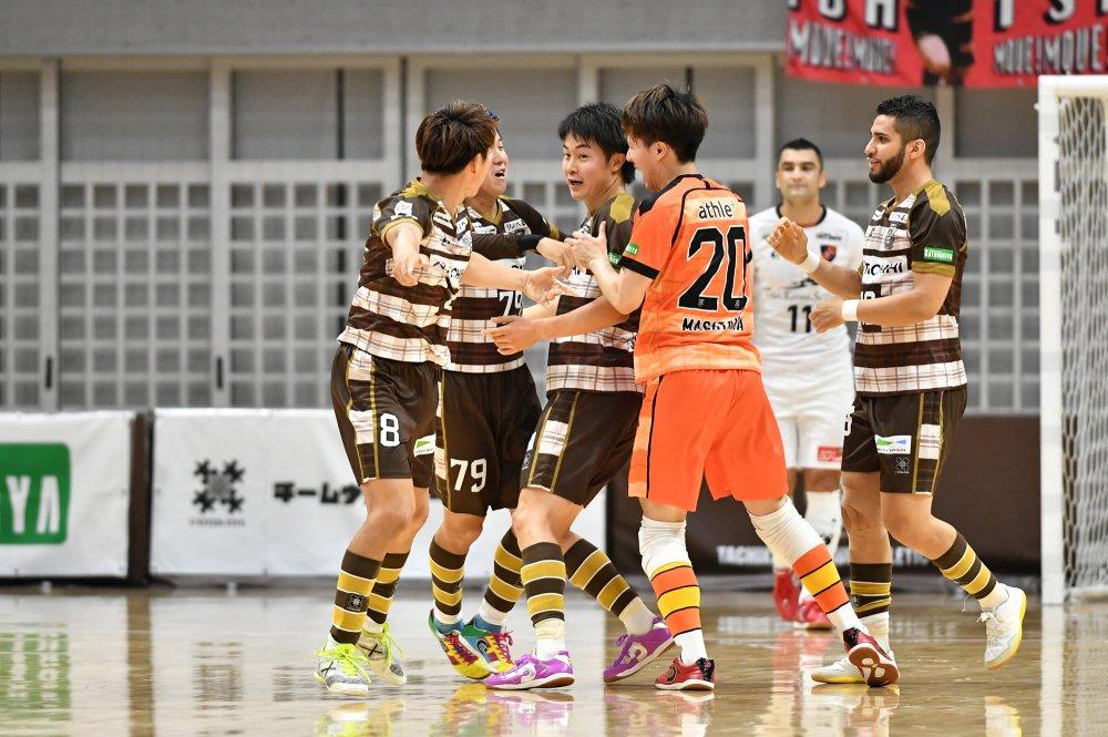 【F1】両GKの好セーブが光った一戦は、内田隼太の豪快ボレーで立川・府中が浦安を破る!
